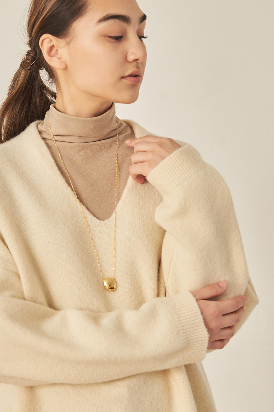 유라고 Baby Alpaca V-neck Knit