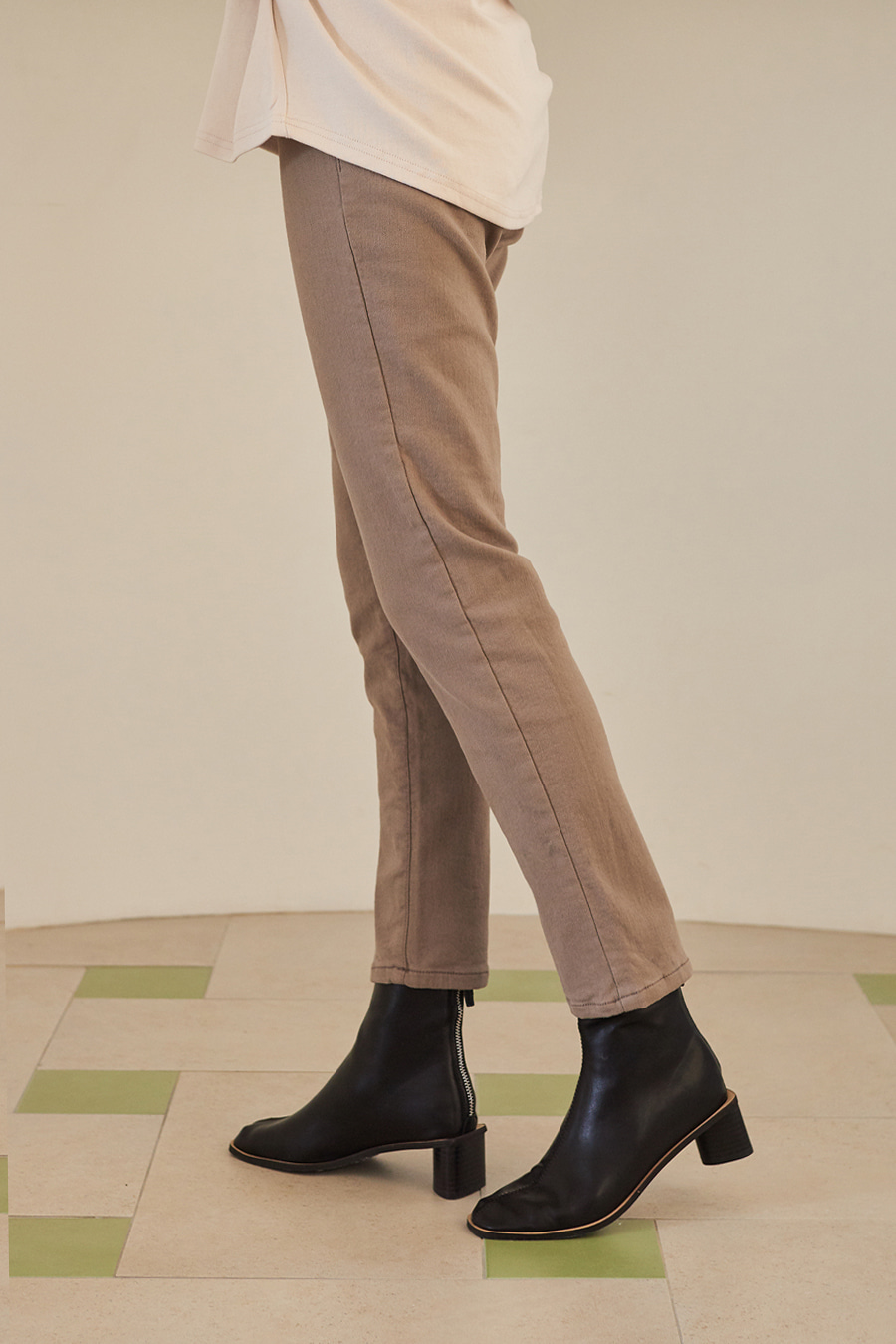 유라고 Peach Slim Fit Straight Pants